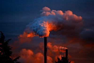 Έρευνα: Στις πολυεθνικές εταιρείες οφείλεται το 18,7% των παγκόσμιων εκπομπών CO2