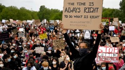 Νέα ογκώδης διαδήλωση στο Λονδίνο για τη δολοφονία του George Floyd