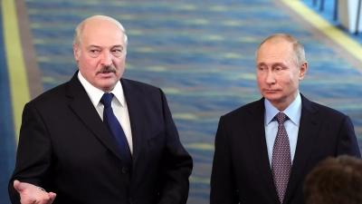 Ο Lucashenko αποκαλύπτει τι είχε η μαύρη βαλίτσα που κουβάλησε στη συνάντηση με τον Putin