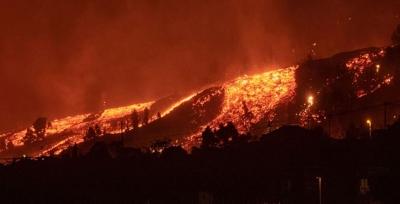 Έκρηξη ηφαιστείου στη Λα Πάλμα: Χιλιάδες εκκενώσεις, εκατοντάδες κατεστραμμένα σπίτια