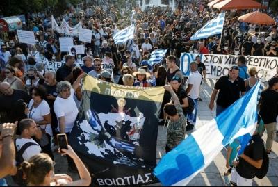 Μεγάλες συγκεντρώσεις διαμαρτυρίας αντιεμβολιαστών με επεισόδια σε Αθήνα και Θεσσαλονίκη - Έγιναν 42 προσαγωγές