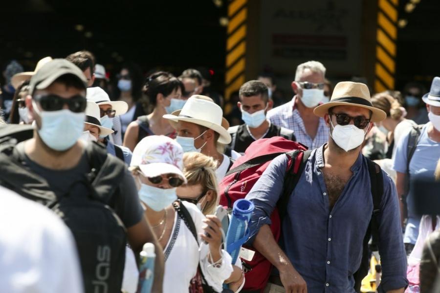 Χρήση μάσκας μέχρι το Φθινόπωρο 2021 και ανοσία το καλοκαίρι «βλέπουν» 4 καθηγητές