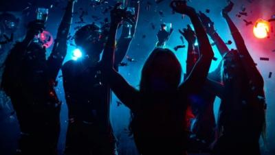 Θεσσαλονίκη: Πρόστιμο 50.000 ευρώ σε 46χρονη για κορωνοπάρτι με τη συμμετοχή 100 ατόμων