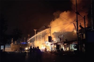 Αναταραχές στην Ινδονησία - Οργισμένοι διαδηλωτές καίνε κτίρια και πυρπολούν αυτοκίνητα