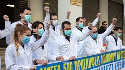 Εμβολιάζουν υπουργούς, αφήνουν εκτός υγειονομικούς; Τι συνέβη στο «Σωτηρία»