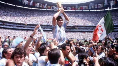 1986: Ma(ra)dona Mia!: Το τελευταίο τανγκό του Ντιέγκο στο Μεξικό…