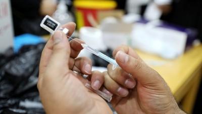 Οι ΗΠΑ θα αγοράσουν 500 εκατ. δόσεις του εμβολίου Pfizer για να τις δώσουν σε άλλες χώρες