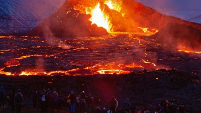 Drone καταγράφει τη λάβα να ρέει από το ηφαίστειο στην Ισλανδία