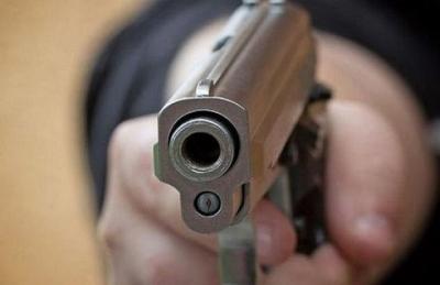 Ένοπλος εισέβαλε σε καφενείο στα Σεπόλια και πυροβόλησε στο κεφάλι άνδρα