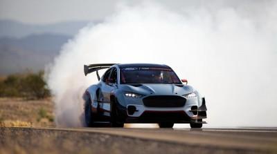 H ηλεκτρική Mustang Mach-E με τα 1.420 άλογα βάζει φωτιά στην άσφαλτο!