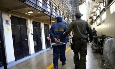 ΗΠΑ: Δικαστικό «μπλόκο» στη Καλιφόρνια για την υποχρεωτικότητα των εμβολιασμών στις φυλακές