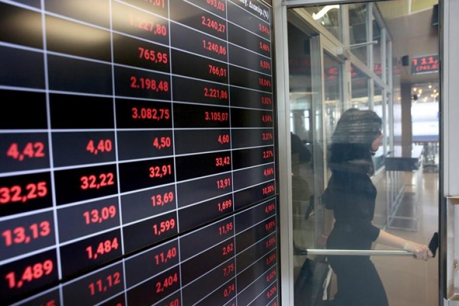 Λίγο μετά το άνοιγμα του ΧΑ – Ακολουθεί στην πτώση τις ξένες αγορές – Δοκιμάζονται οι 900 μονάδες