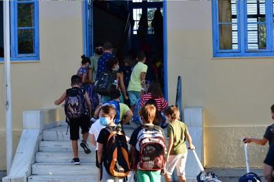 Φιάσκο με τις μάσκες στα σχολεία - ΚΕΔΕ: Είχαμε επισημάνει το πρόβλημα - Παραίτηση Κεραμέως - Θεοδωρικάκου ζητά ο ΣΥΡΙΖΑ