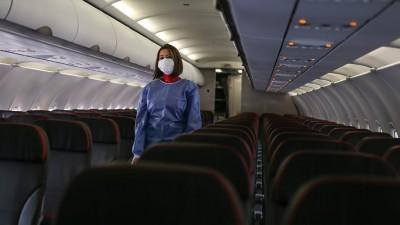 CAAC: Οδηγίες στις Κινέζες αεροσυνοδούς θα φορούν πάνες για προστασία από τον κορωνοϊό