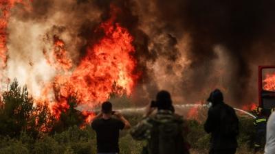 Με όρους διαχείρισης των πυρκαγιών με άπνοια, η κρατική μηχανή απέτυχε παταγωδώς – Οργή πολιτών για την εγκατάλειψη