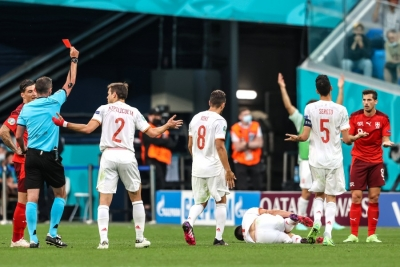 Ελβετία – Ισπανία 1-1: Σκληρό μαρκάρισμα και αποβολή Φρόιλερ (video)
