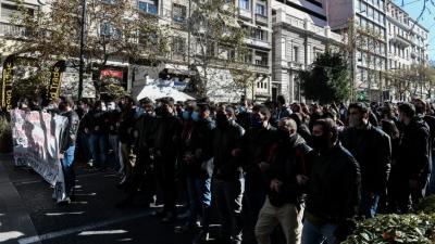 Φοιτητικό συλλαλητήριο στο κέντρο της Αθήνας - Κλειστός ο σταθμός του Μετρό «Πανεπιστήμιο»