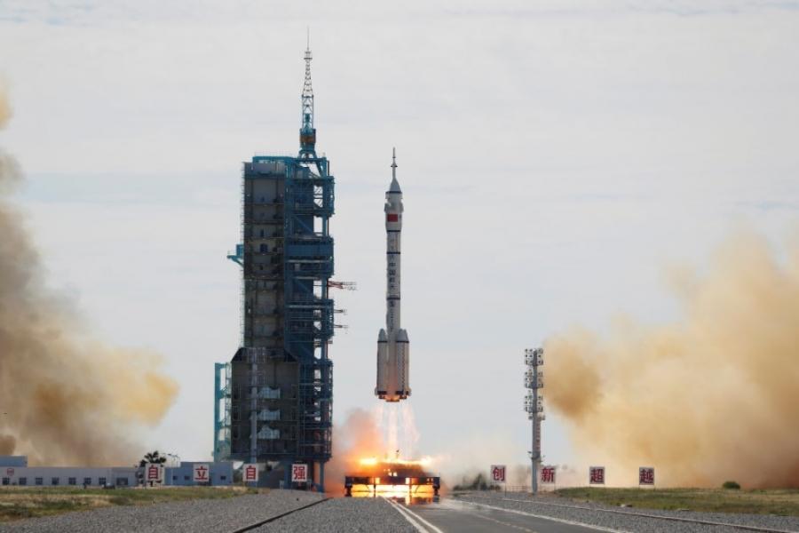 Ιστορική στιγμή για την Κίνα – Πραγματικότητα η πρώτη επανδρωμένη διαστημική αποστολή