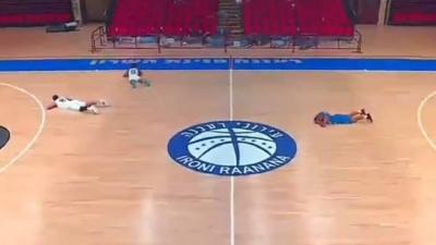Η στιγμή που το μπάσκετ συνάντησε την φρίκη του πολέμου