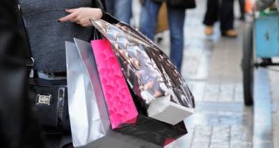 Σε εορταστικούς ρυθμούς τα καταστήματα – Το ωράριο λειτουργίας τους
