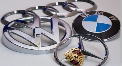 Πέλεκυς Κομισιόν για γερμανικό καρτέλ: Πρόστιμα 875 εκατ. ευρώ σε BMW, Daimler, Volkswagen