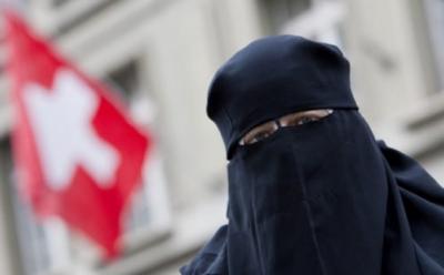 Ελβετία – δημοψήφισμα: Οριακά και με ποσοστό 51% εγκρίνεται η απαγόρευση της μπούρκα