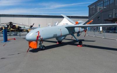 Ο Erdogan στηρίζει τον… γαμπρό του Bayraktar για επενδύσεις σε drones