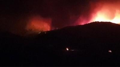 Μεγάλη φωτιά στην Αλεξανδρούπολη - Οι άνεμοι είναι ισχυροί, το μέρος δύσβατο