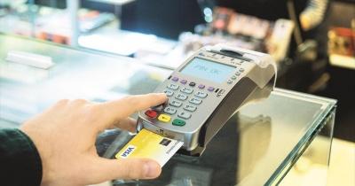 Visa: «Στροφή» στο πλαστικό χρήμα από τους Έλληνες, ακόμη και μετά την κατάργηση των capital controls