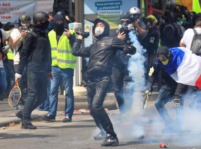Πρωτομαγιά με ταραχές στο Παρίσι - Συγκρούσεις δυνάμεων ασφαλείας με κουκουλοφόρους