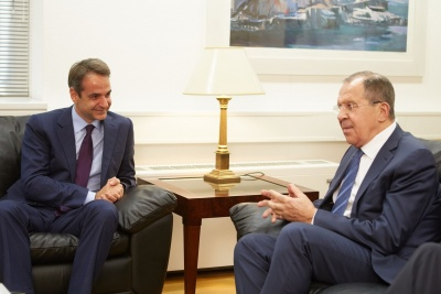 Διμερείς σχέσεις, διεθνή και περιφερειακά θέματα στην ατζέντα Μητσοτάκη - Lavrov