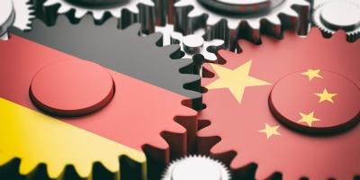 Γερμανία:   Αναμένουμε περαιτέρω κατάργηση δασμών μετά την «εμπορική» εκεχειρία με τις ΗΠΑ – Φόβοι για τις κυρώσεις κατά των ξένων από την Κίνα
