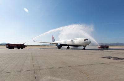 Delta Air Lines: Έφτασε στην Αθήνα με μια πλήρη πτήση από τις ΗΠΑ