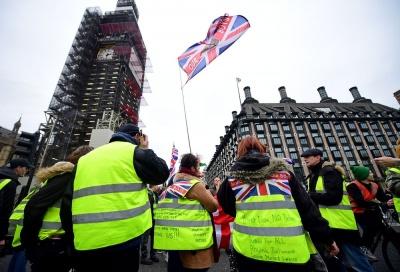 Τα κίτρινα γιλέκα διαδήλωσαν  και στο Λονδίνο κατά της λιτότητας