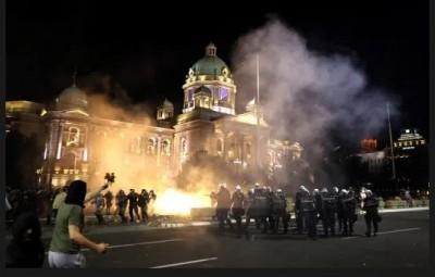 Πολιτική αναταραχή στη Σερβία λόγω κορωνοϊού - Στο στόχαστρο ο πρόεδρος Vucic
