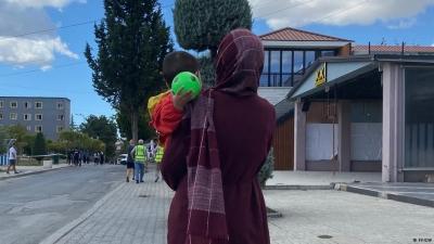 Deutsche Welle: Εκατοντάδες Αφγανοί πρόσφυγες στην Αλβανία – Φιλοξενούνται προσωρινά (;) ύστερα από αίτημα των ΗΠΑ