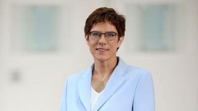 Karrenbauer (Γερμανία): Με παρέμβαση Merkel η αποκλιμάκωση σε Ελλάδα - Τουρκία
