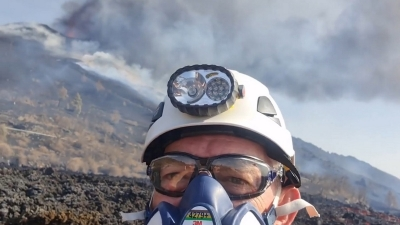 Ο Ευθύμιος Λέκκας στο ηφαίστειο Cumbre Vieja: «Απόκοσμο τοπίο αποκάλυψης»