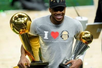 Την Τρίτη ο Αντετοκούνμπο στα Σεπόλια με την κούπα του NBA!