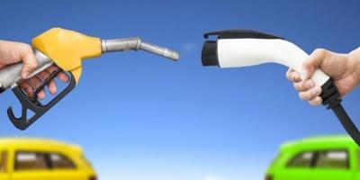 IEA: Τα ηλεκτρικά οχήματα θα πλήξουν τη ζήτηση πετρελαίου και βενζίνης