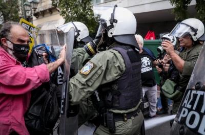 Ένταση και χημικά στην αντιφασιστική πορεία στην Αθήνα – Επίθεση Τσακαλώτου στην κυβέρνηση