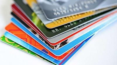 Έρευνα: Το ήμισυ των Αμερικανών μετανιώνει για τη χρήση πιστωτικής κάρτας