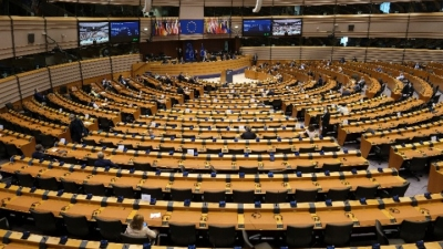 «Να εξασφαλιστούν ως δημόσια αγαθά τα εμβόλια για την COVID-19» ζητούν 38 ευρωβουλευτές
