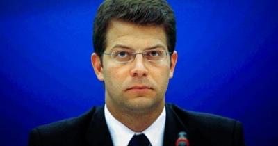 Απάντηση του υπουργείου Μεταναστευτικής Πολιτικής για την επίπλωση του γραφείου Τόλκα