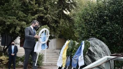 Στο Πολυτεχνείο ο Μητσοτάκης: Το διαχρονικό αίτημα για ελευθερία, συμπληρώνεται από την υπευθυνότητα