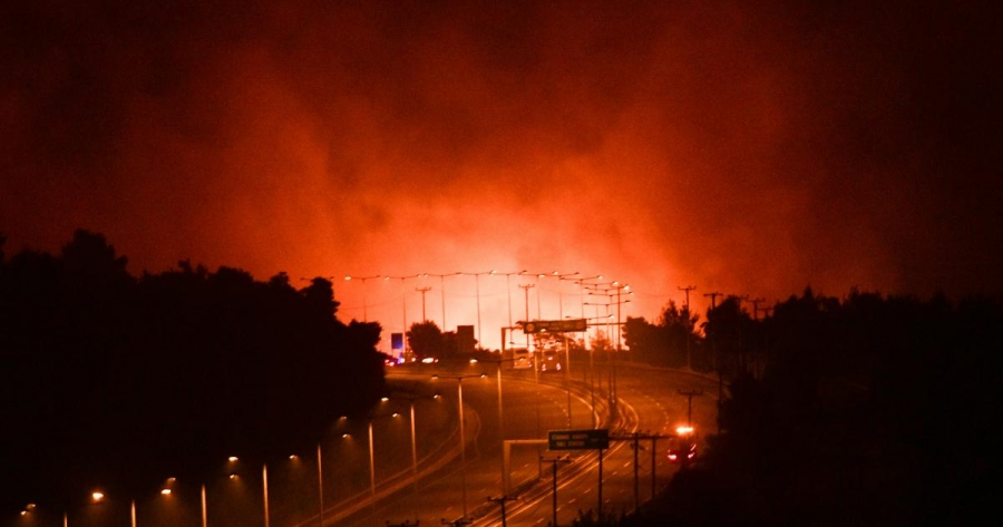 Οι καταστροφές λόγω πυρκαγιάς ένωσαν… ξανά τους έλληνες που είχαν χωριστεί σε εμβολιασμένους και ανεμβολίαστους