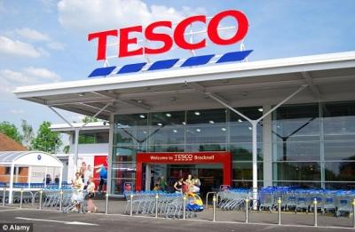 Tesco και 17 ακόμη μεγάλα ονόματα του λιανεμπορίου ζητούν την επιβολή φόρου στο ηλεκτρονικό εμπόριο