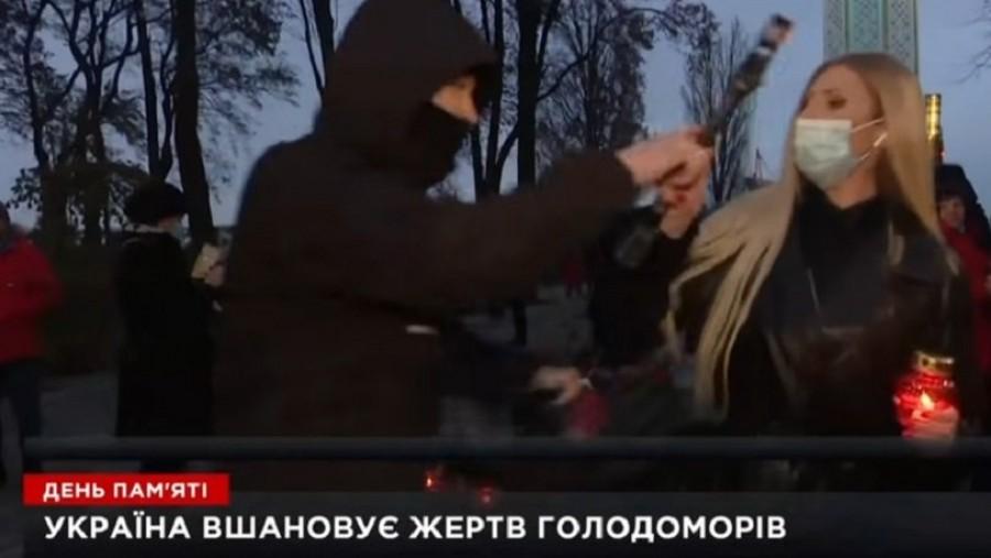 Δημοσιογράφος δέχεται επίθεση από εξαγριωμένο άνδρα την ώρα της μετάδοσης - «Είστε φασίστες»