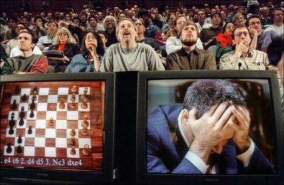 Deep Blue vs Κασπάροφ: Πώς ένας αγώνας σκακιού ξεκίνησε τη μεγάλη επανάσταση των δεδομένων (video)