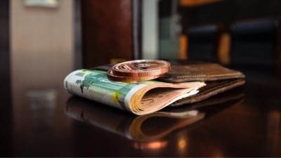 Η πανδημία «τρώει» τις αυξήσεις στους κατώτατους μισθούς -  «Συμβολική αύξηση» γύρω στα 10 ευρώ θα εισηγηθεί η κυβέρνηση
